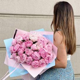 Близько мілліону рожевих